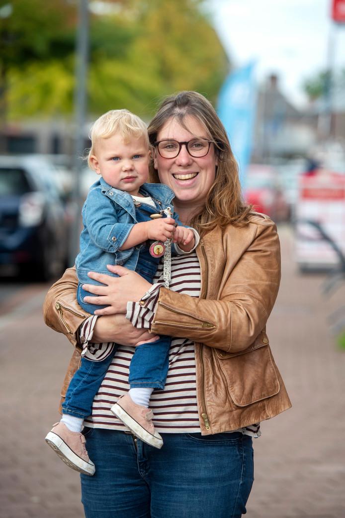 Stephanie Jansen met dochtertje Sophie.