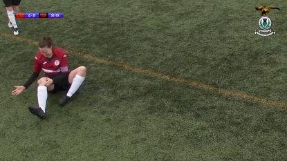 Pijnlijke beelden: voetbalster klopt knie terug in de kom en speelt match verder
