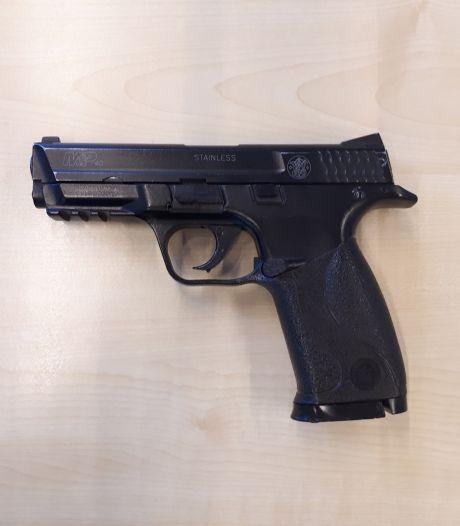 Jongens van 15 en 17 bedreigen mensen met balletjespistool in Waspik