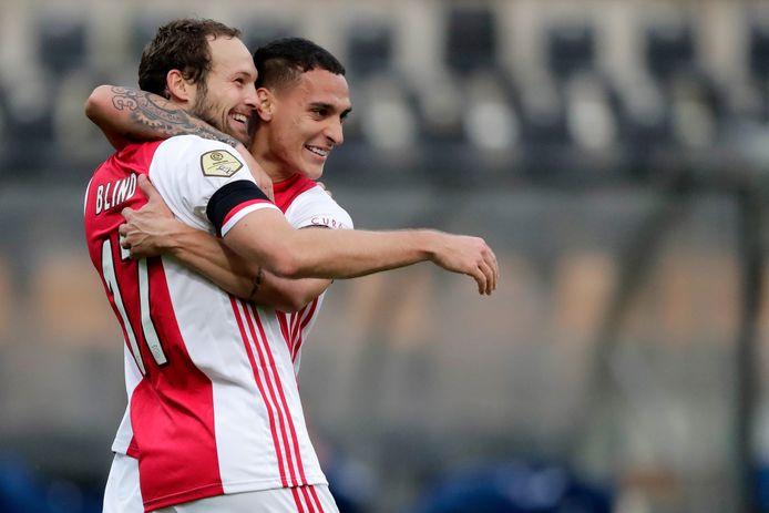 Daley Blind juicht samen met Antony tijdens de wedstrijd tussen VVV-Venlo en Ajax.