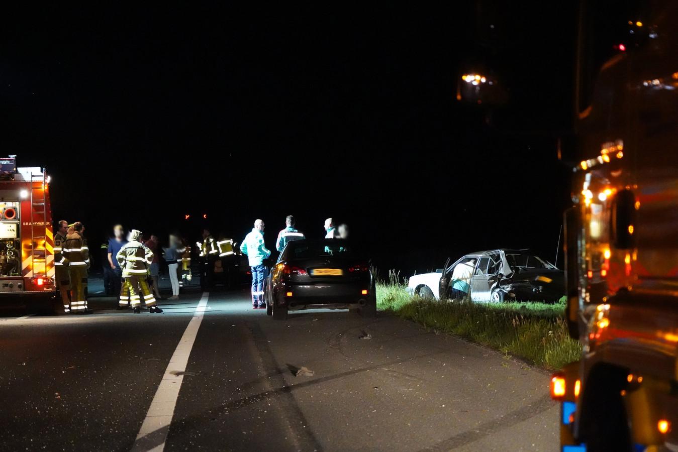 Twee van de drie auto's die vannacht betrokken waren bij een botsing.