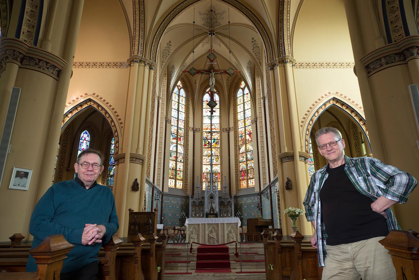 Hans Hegman van Stadsmuseum Bergh (rechts) en Ed te Pas van de Pancratiuskerk.