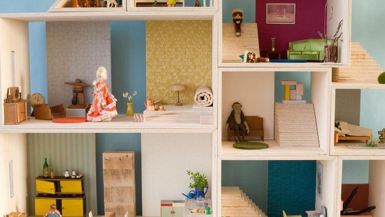 Een poppenhuis bouwen is geen kinderspel de volkskrant for Poppenhuis bouwen