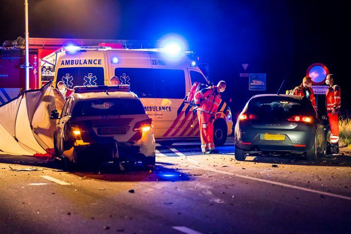 Een 28-jarige politieagent uit Asten is zaterdagavond om het leven gekomen bij een aanrijding op de snelweg A270 bij Nuenen.