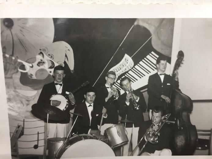 De Crabtowm Jazzband, een van de tientallen bands en orkesten waar Guus de Waal in speelde.