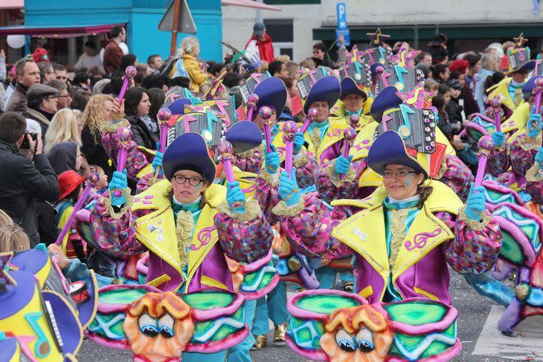 De Maskottes winnen ook in 2012 Carnaval Halle. Toen stond hun Prinsenpaar André en Connie op het podium op de Grote Markt stond.