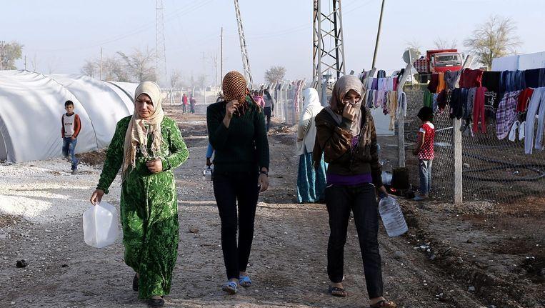 Syrische vrouwen in een Turks vluchtelingenkamp. De oorlog in Syrië heeft onder meer geleid tot een toename van kindhuwelijken onder de vluchtelingen. Beeld Sedat Suna / EPA