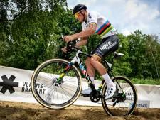 Van der Poel staat voor lastige koppeling weg en veld: wereldbeker start week na 'Roubaix'
