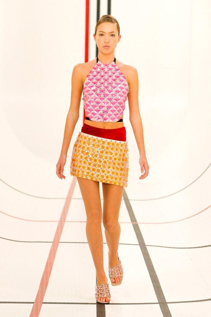 Lila, fille de Kate Moss, défile pour la première fois à la Fashion Week à Paris