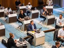 Raadsvergadering in Arnhem op anderhalve meter oogt als examenklas