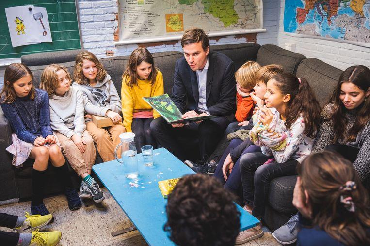 Mathias lees voor in basisschool De Loods.