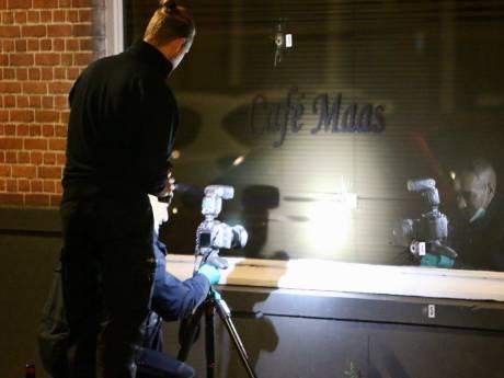 Hagenaar (35) aangehouden na beschieting Café Maas, meerdere kogelinslagen in ruit