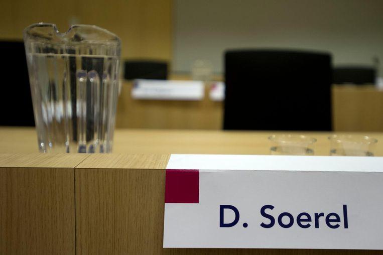 Een lege stoel van verdachte Dino Soerel tijdens liquidatieproces Passage Beeld anp