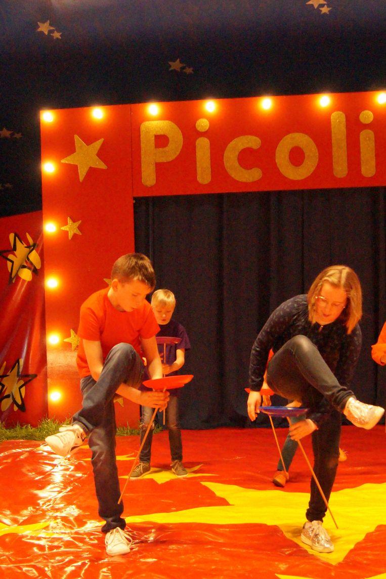 Circus Picolini heeft zij.n tent opgeslagen in Ruiselede.