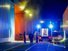 Container met plastic vliegt in brand bij REK Europe in Oosterhout