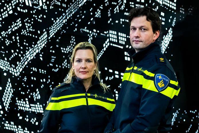 Liesbeth Maas, districtchef van de politie Utrecht, en Rob van Bree, hoofd operaties binnen de eenheidsleiding van de politie.
