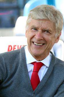 """Arsène Wenger va """"revenir assez rapidement"""" dans le foot"""