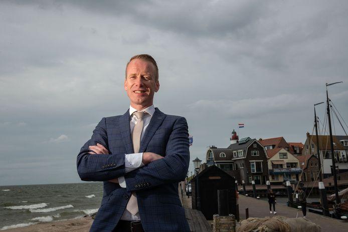 De 39-jarige Zeeuw Cees van den Bos (SGP) wordt de burgemeester van Urk.