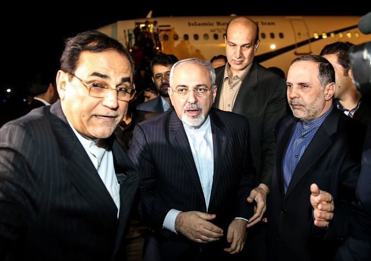 Mohammad Javad Zarif (midden), de Iraanse minister van Buitenlandse Zaken. Beeld afp