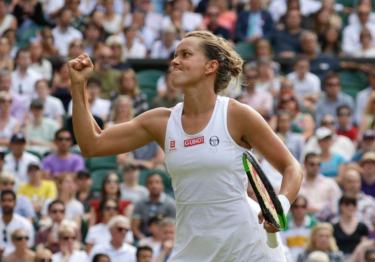 Barbora Strycova balt de vuist. De Tsjechische bereikte op Wimbledon voor het eerst de laatste vier.