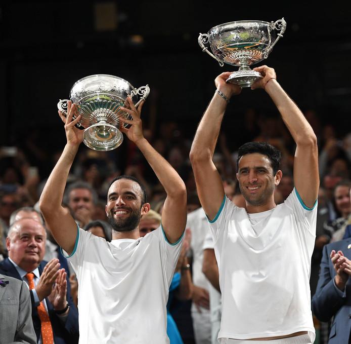 Juan Sebastian Cabal (links) en Robert Farah na hun zege op Wimbledon in 2019.