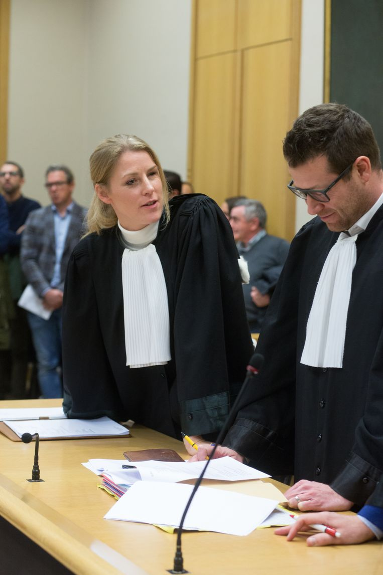 Eva Hoedemakers, advocate van de moeder, de zussen en de voogd van de kinderen van het slachtoffer en Francis Mens, advocaat van de vader van het slachtoffer