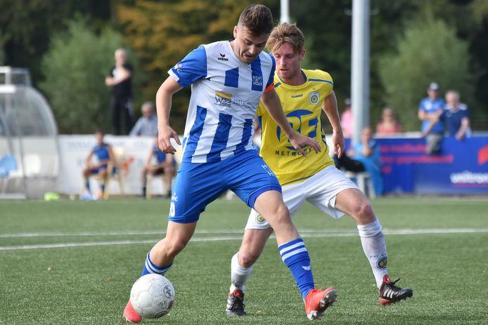 Hoek-aanvoerder Rik Impens, hier in actie tegen FC Lisse, hoopt weer snel op het veld in Hoek te kunnen staan.