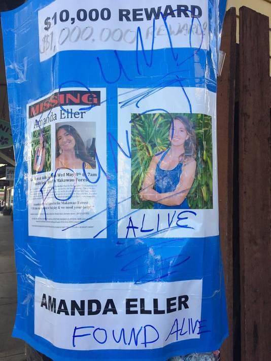 De opluchting bij Amanda's familie en vrienden is groot, zo is aan de posters te zien.