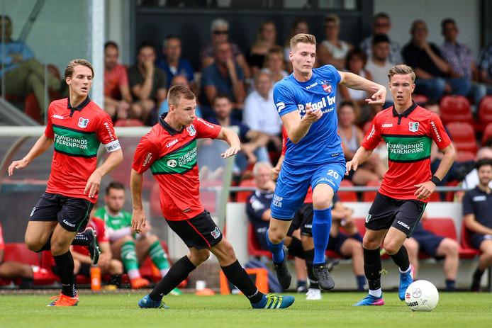 Patrick Heesakkers tijdens een oefenduel van De Treffers tegen Jong NEC.