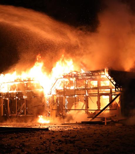 Brand in leegstaande basisschool in Uden, brandweer gaat uit van opzet