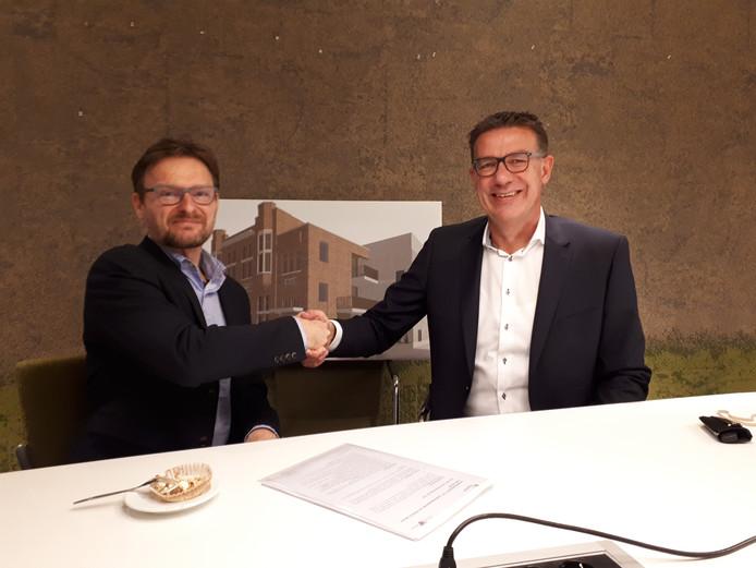Tjapko van Daalen van KleurrijkWonen en Marc Hesen van Prezzent tekenden deze week de huurovereenkomst.
