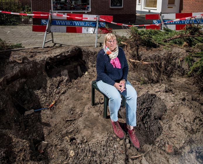 Het lijkt erop dat de ondergrondse afvalcontainer die gepland was aan de kop van de Bentinckstraat, voor de woning van Giny Moek, een andere plek krijgt.