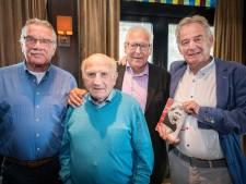 Kees Rijvers en oud-teammaten FC Twente steunen alzheimerpatiënt Piet Schrijvers