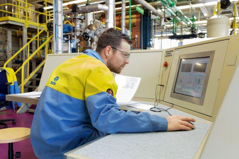 Een praktijkles procestechniek op de Academy van Tata Steel in IJmuiden. Beeld Tata Steel