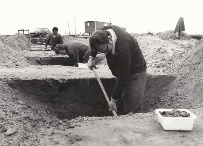 Archeologen doen opgravingen naar Romeinse resten in Hapert (1978).