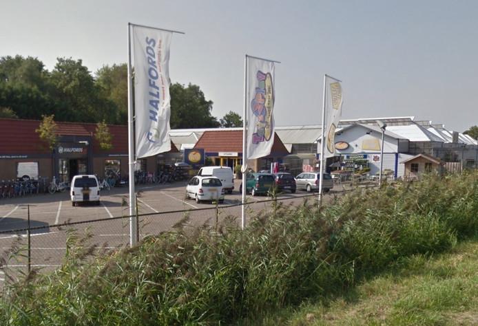 Hendrik's Plaza aan de Nieuwe Rijksweg bij 's-Heer Hendrikskinderen.