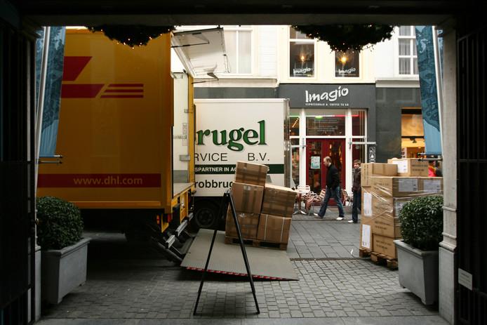 De bezorging van vracht in de binnenstad moet slimmer. Logistics Community Brabant gaat onderzoeken hoe.