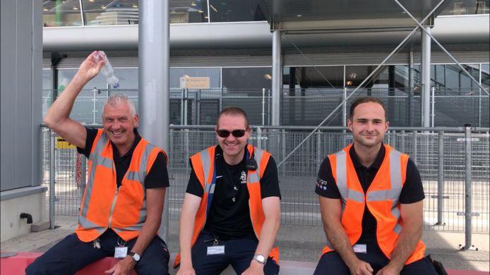 Personeel bij Eindhoven Airport.