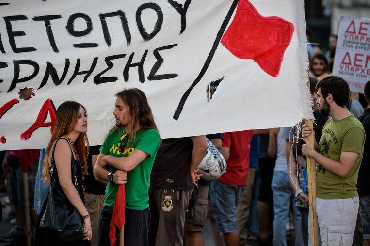 Demonstranten in Athene protesteren tegen de bezuinigingsvoorstellen. Beeld anp