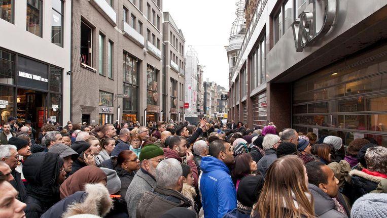 De warenhuizen openden in maart en april nog korte tijd voor een leegverkoop van overgebleven winkelvoorraden. Beeld anp