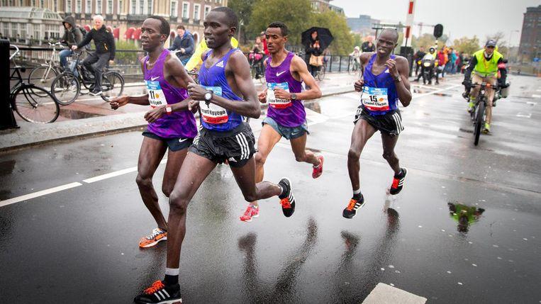Marathonlopers over de Torontobrug Beeld anp