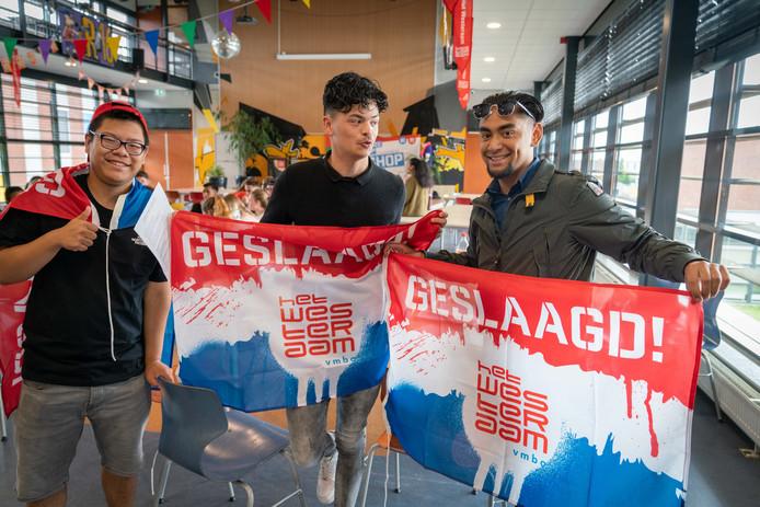 Batho, Tyrune en Diego deden examen op het Westeraam in Elst en hoorden woensdag dat ze waren geslaagd.