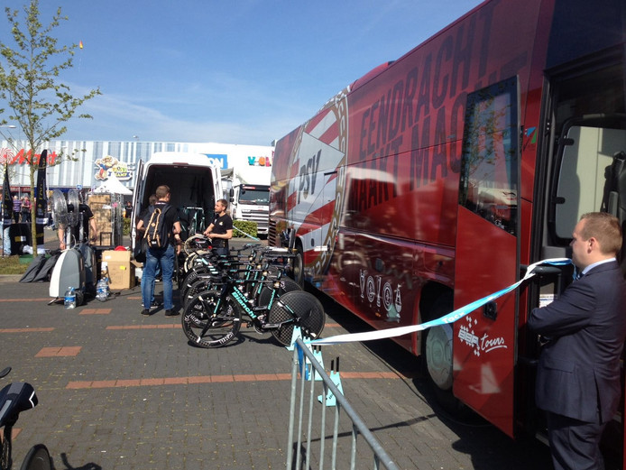 Spelersbus PSV bij Giro d'Italia