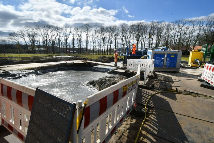 Nouryion borend naar zout in Beckum. In Haaksbergen zal een nieuw middel worden gebruikt om de pekel in cavernes mee af te dekken.