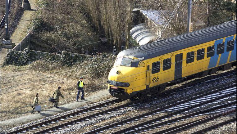 Een trein staat stil bij station Leiden. Foto GPD Beeld