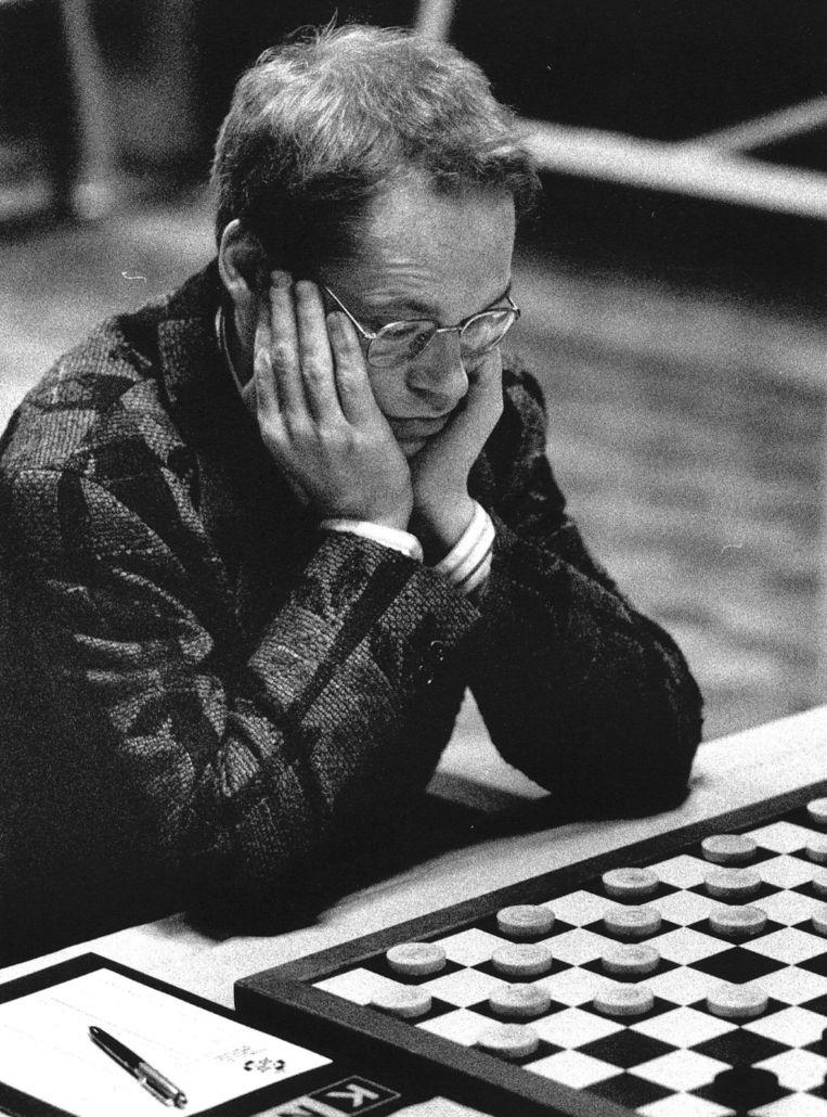 Jannes van der Wal op het NK Dammen in 1989 Beeld anp