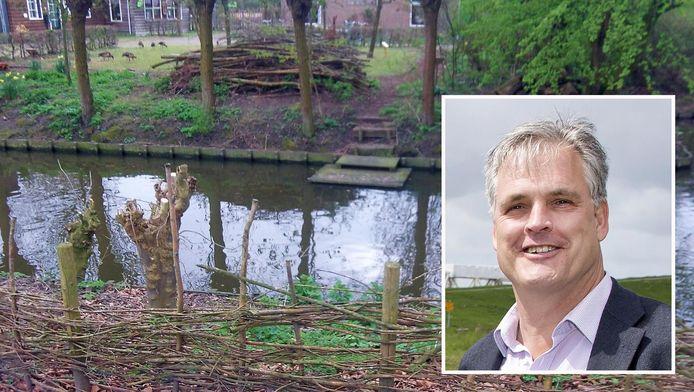 Hoogheemraad Hans Middendorp ziet wel wat in het plaatsen van faunatrappen.