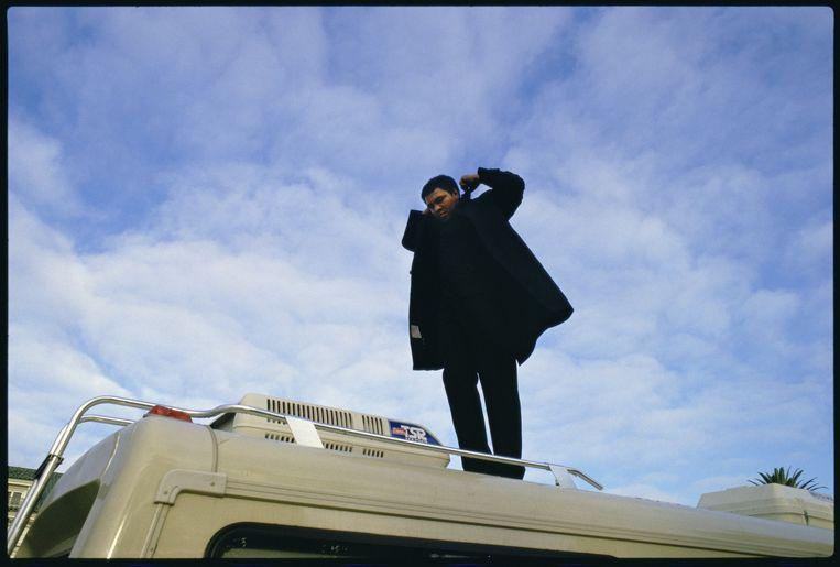 Verenigde Staten, Los Angeles, 7-12-1985. Muhammad Ali staat op zijn mobilehome bij zijn mansion op Willshire Boulevard, Los Angeles. Het is vroeg in de ochtend. Beeld null