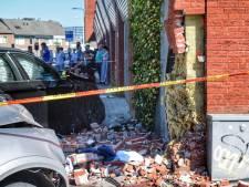 Voorbijgangster belandt tussen auto en gevel in Tilburg en raakt ernstig gewond