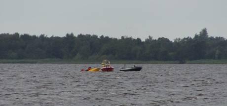 Twee drenkelingen uit omgeslagen bootje gered van woelige Beulakerwijde